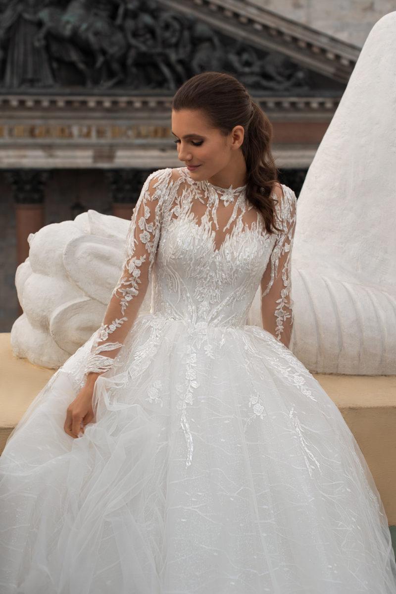 Cвадебное платье декорированное вышивкой