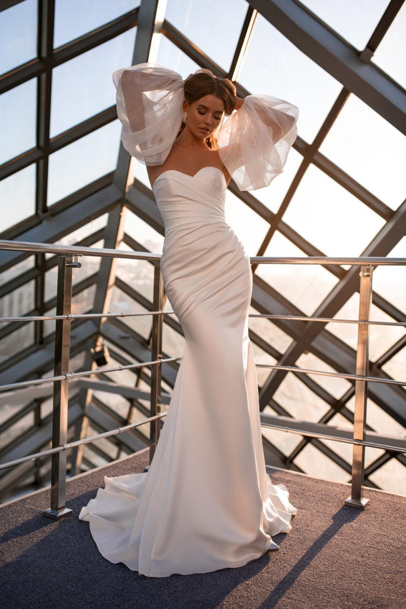Свадебное платье силуэта русалка из атласа