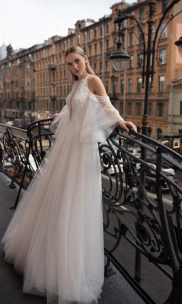 Cвадебное платье с пышной юбкой