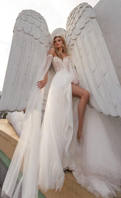Cвадебное платье с необычными длинными рукавами