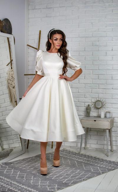 свадебное платье длины миди из атласа