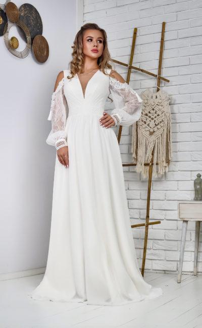 Свадебное платье приталенного силуэта из атласа
