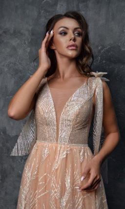 Вечернее платье персикового оттенка