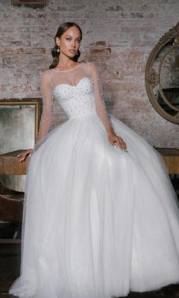 платье с пышной многослойной юбкой