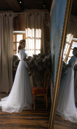 Свадебное платье с воздушными вставками