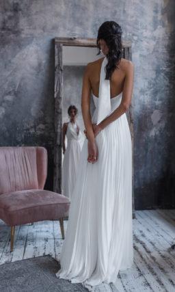 Эффектное платье с завышенной талией