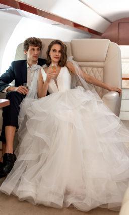 Cвадебное платье с объемной воздушной юбкой