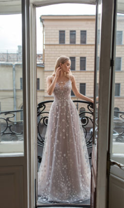 Cвадебное платье в необычном оттенке муссон