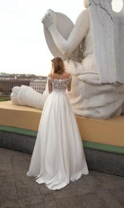 Cвадебное платье с атласной юбкой