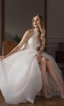 Cвадебное платье приталенного силуэта