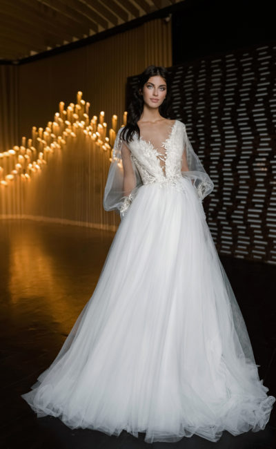 Свадебное платье с V-образных декольте