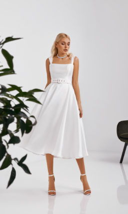 Лаконичное атласное свадебное платье