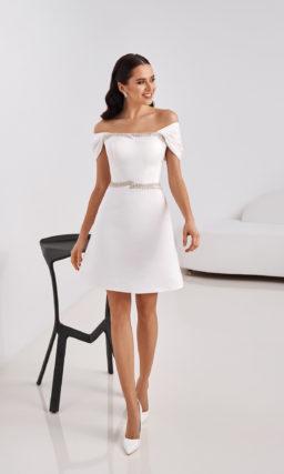 Свадебное мини-платье с приталенным силуэтом