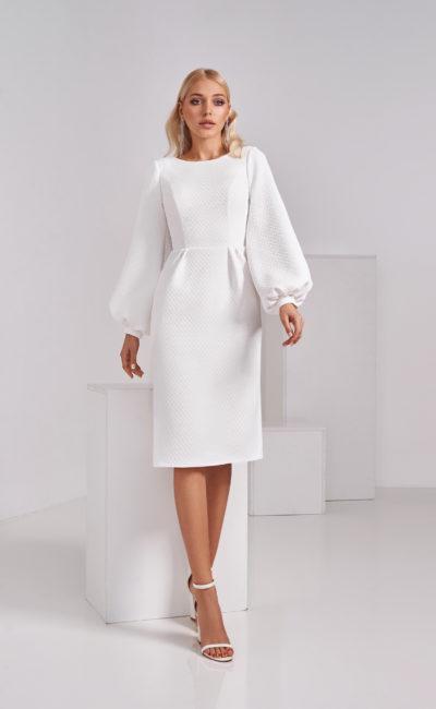 Свадебное платье из фактурной плотной ткани