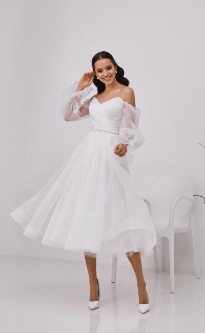 Свадебное платье с асимметричными драпировками