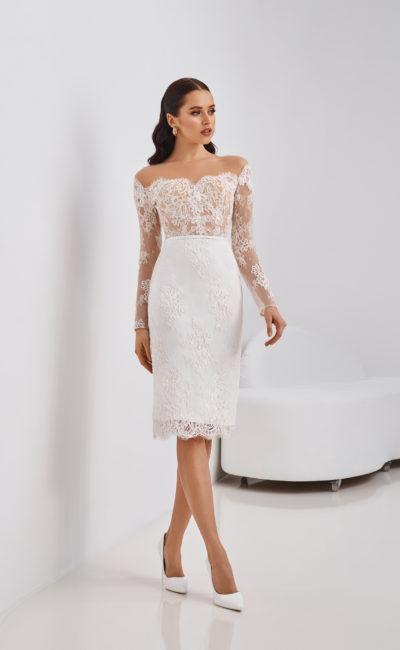 Короткое кружевное свадебное платье-футляр