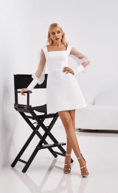 Свадебное платье длины мини с приталенным силуэтом