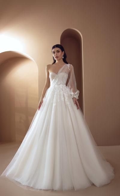 Свадебное платье-трансформер с асимметричным верхом