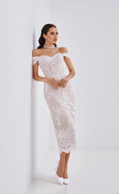Свадебное платье-футляр из белого кружева