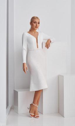 Короткое свадебное платье с длинным рукавом