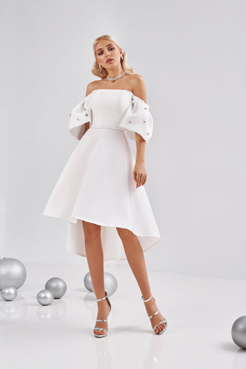 Короткое дизайнерское платье