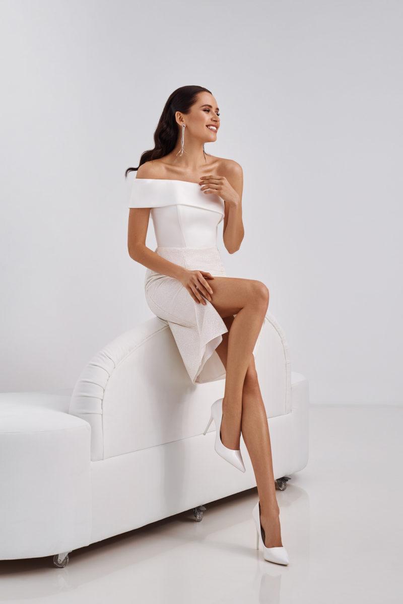 Короткое простое платье