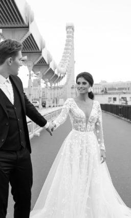 Платье с красивым прозрачным рукавом