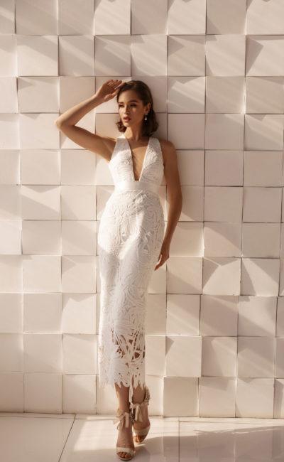 Укороченное свадебное платье-футляр