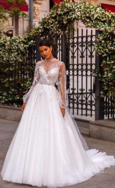 Пышное свадебное платье с прозрачным рукавом