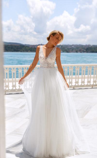 Летнее свадебное платье прямого силуэта