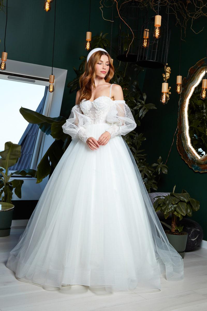 Пышное свадебное платье на бретелях