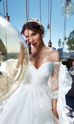 Пышное свадебное платье с воздушными рукавами
