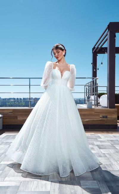 Пышное свадебное платье с декольте