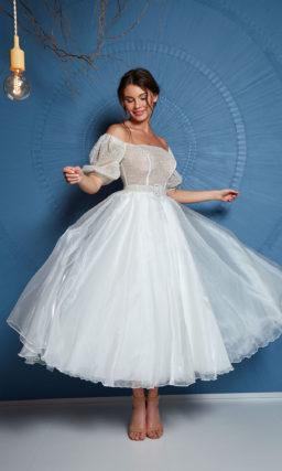 Короткое пышное платье миди с рукавами
