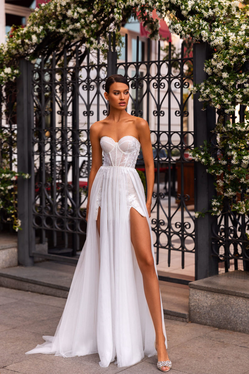 Летнее прямое свадебное платье