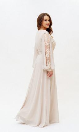 Бежевое длинное платье с рукавом