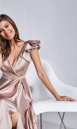 Розовое блестящее платье