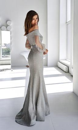 Серое платье с декором в горошек
