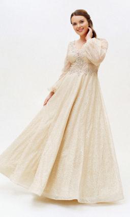 Бежевое платье plus size с рукавом
