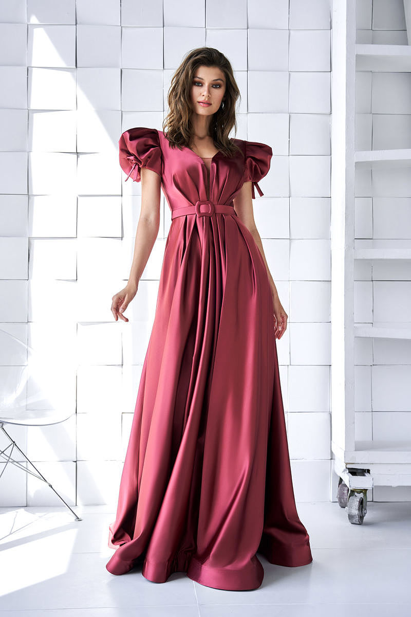Бордовое платье с завышенной талией