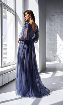 Длинное платье с прозрачными рукавами