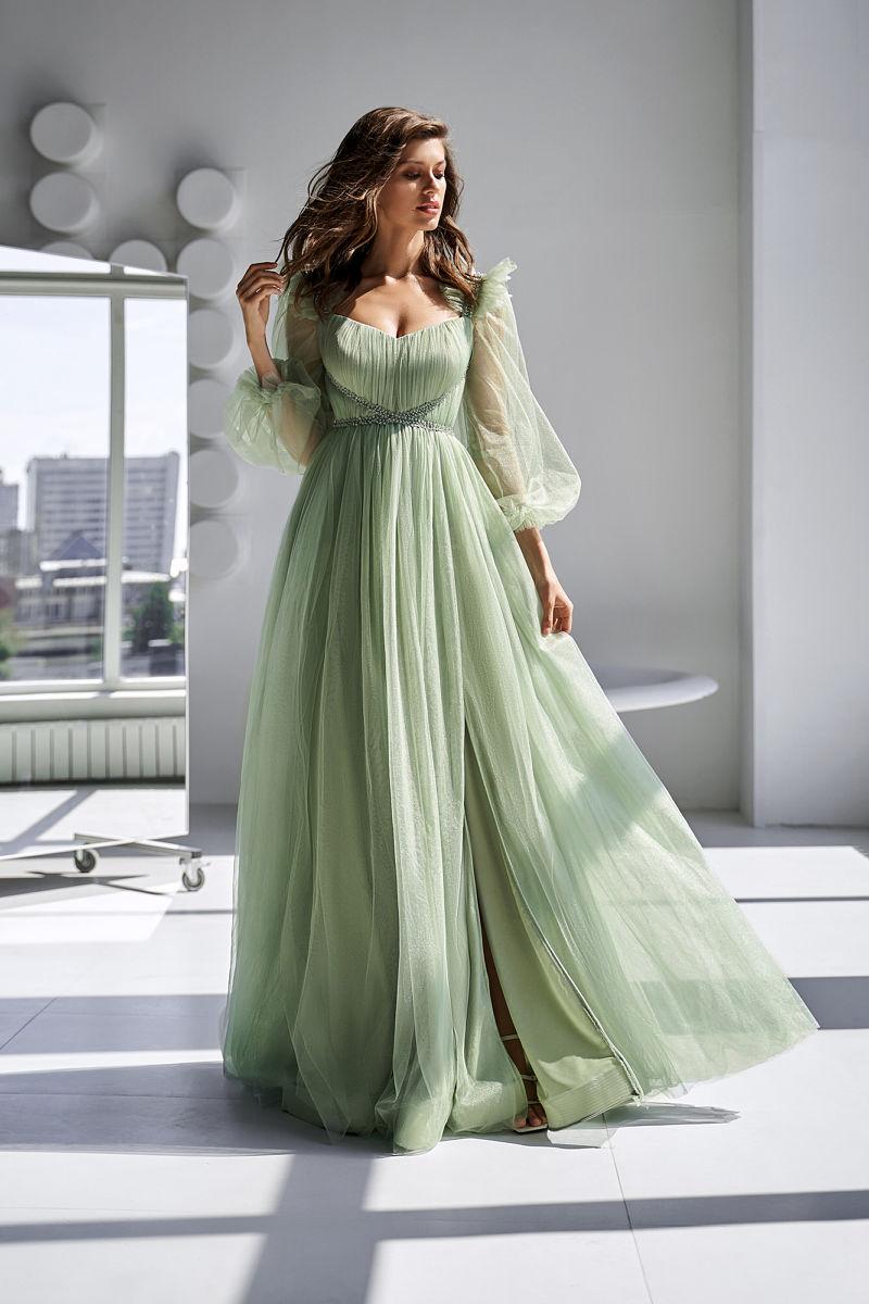 Светло-зеленое платье с объемными рукавами