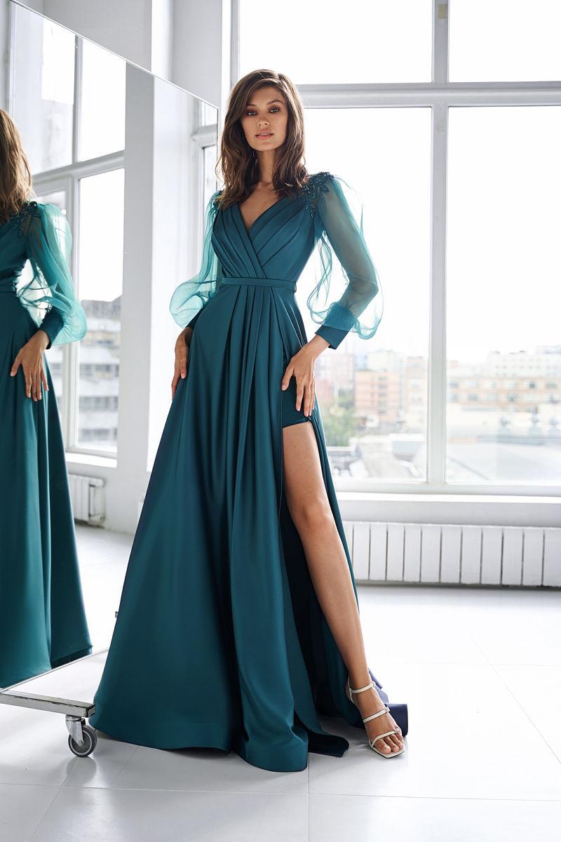 Бирюзовое платье с длинными рукавами
