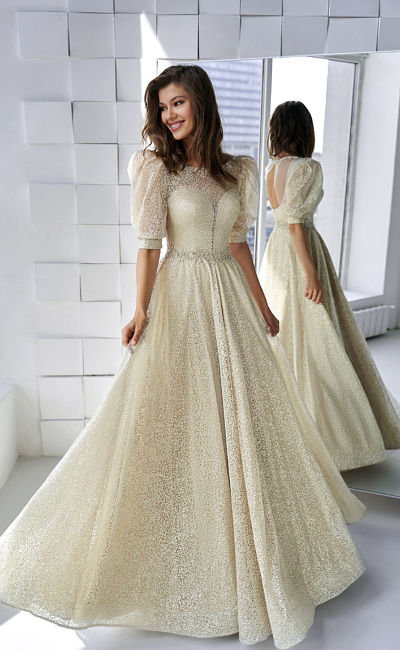Классическое платье с объемными короткими рукавами