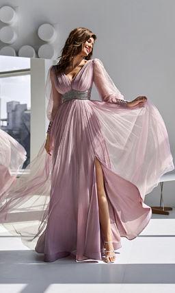 Розовое платье с расшитым поясом