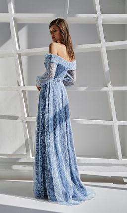 Голубое платье с необычным декором