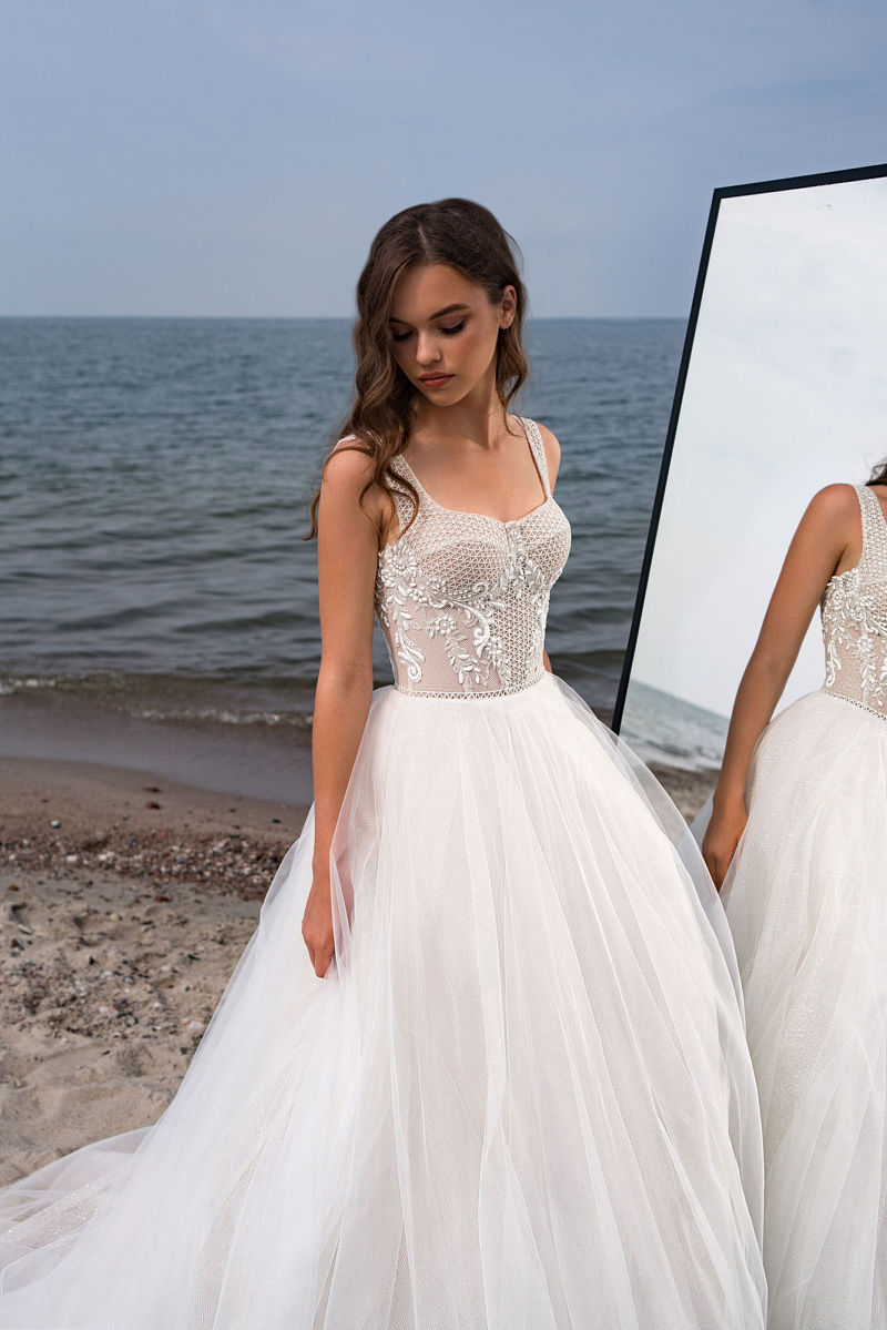 Платье свадебное с пышной юбкой