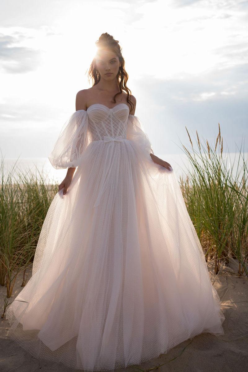 Свадебное платье с пышными рукавами и юбкой