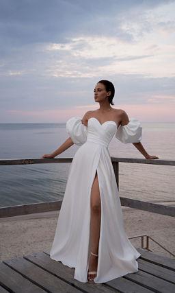 Свадебное платье с широким съемным рукавом