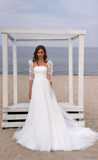Свадебное платье со съемным воздушным рукавом